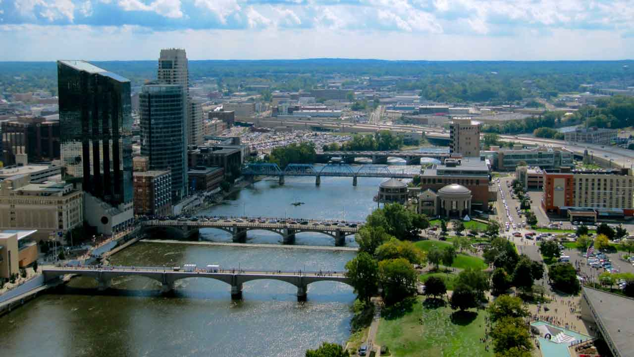 Downtown_Grand_Rapids_Michigan_from_River_House